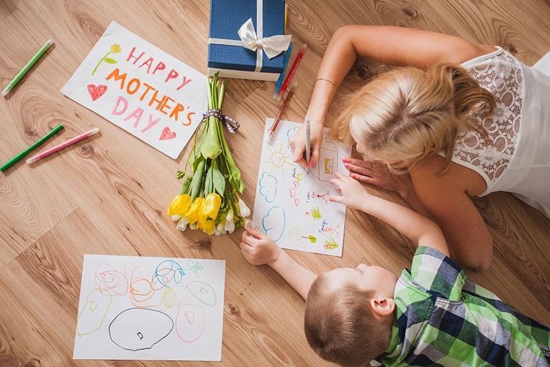 4 προτάσεις δώρων για την ημέρα της μητέρας. Προλαβαίνεις!